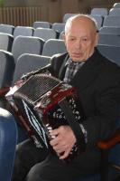 Геннадий Матвеев наш гармонист.jpg